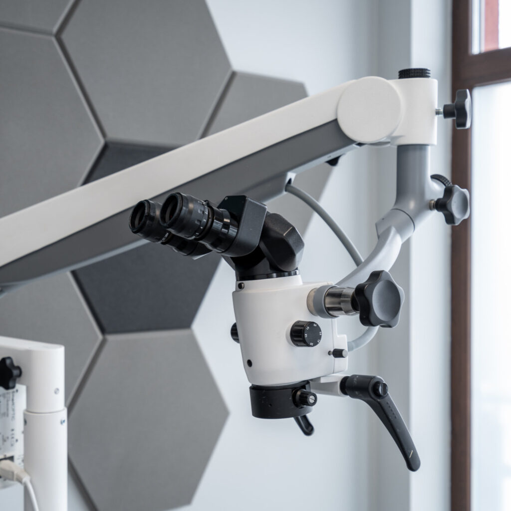 Zaawansowany mikroskop stomatologiczny